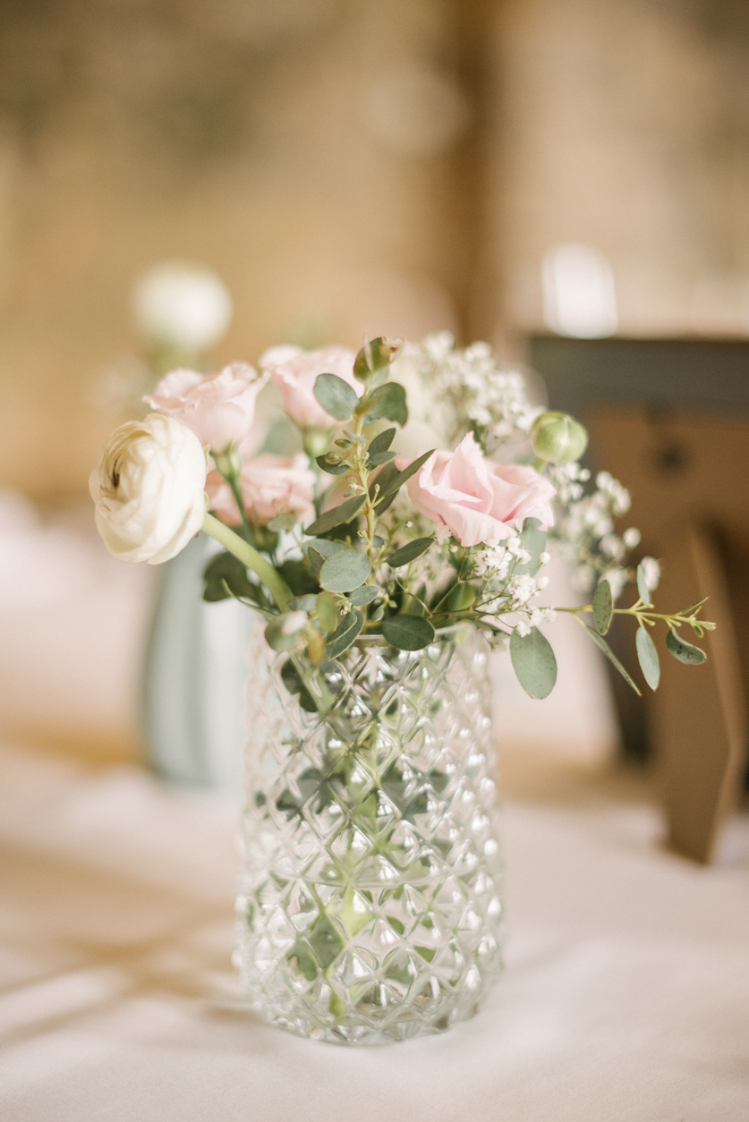 Poročna dekoracija nežne barve - Neža Reisner | Poročna fotografija