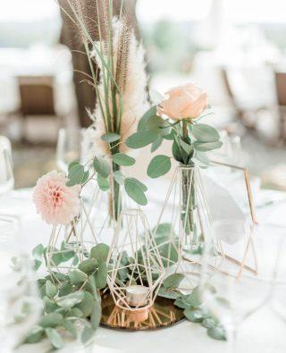 Geometrical design, eucaliptus, rose gold details... I just love everything about this. . . . . #poroka #porocnifotograf #decoration #weddingphotographeritaly #weddingphotographerlondon #weddingdecoration #weddinginitaly #weddingphotographerinitaly #flowers #veniceweddingphotographer #weddingphotographerparis #croatiawedding #weddingplanner #bodas #weddingflowers #vjencanje #fotografvjencanja #bodas #weddingintuscany #fotografodebodas #matrimonio #fotografomatrimonio #destinationwedding #weddinginspiration #weddingphotographerspain #igslovenia #hochzeitsfotograf #weddingincroatia #tuscanywedding #italywedding