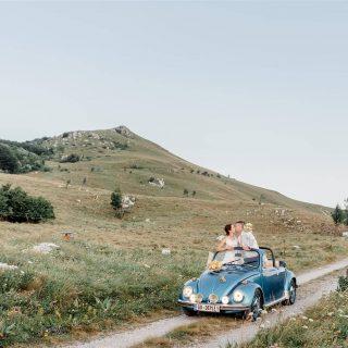 Poroka na Nanosu 💙. . . . . . #mountainwedding #nanoswedding #poroka #oldtimer #justmarried